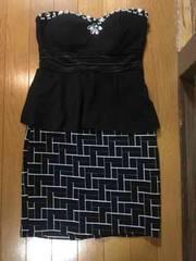 ピジュー付き黒のセクシードレス