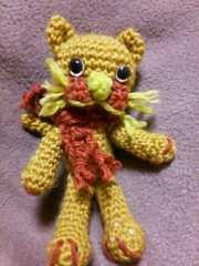 手編みのあみぐるみ、マフラーネコ、黄緑