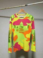 ジェレミースコット × アディダス 蛍光カモフラ ロゴ Tシャツ