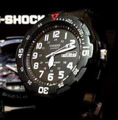 海外希少CASIOカシオ腕時計アナデジ10M耐水性 ホワイトブラック