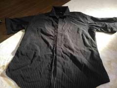 黒ストライブのシャツ
