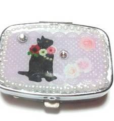 レジン*ピルケース*黒猫と花*パステル紫色*鏡付き*ハンドメイド