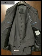新品 6.3万 ティノラス グレー×チョークストライプ Vベスト付き 3ピーススーツ Mサイズ