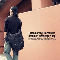 ad0101aw■チェコ軍パラシュートショルダーメッセンジャーバッグF黒