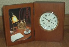 レーザークラフト製木製ブック型クオーツ時計写真立てです。