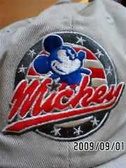 ディズニーリゾート・古着風ミッキーマウス&ロゴ刺繍帽子