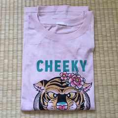 GU・フラワー&トラ柄グラフィックTシャツ。ライトピンク