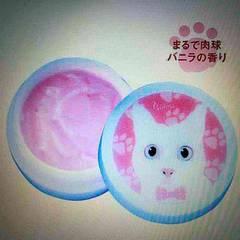 白猫デザインケース入バニラの香りハンドクリーム。