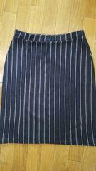 ストライプ紺色膝丈スカート