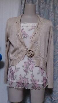 バラの花柄キャミソールとベージュラメの長袖の羽織ものセット