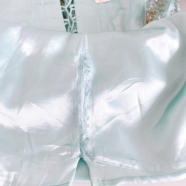 エメラルドグリーンビジューリボンミニベアドレスワンピース < 女性ファッションの