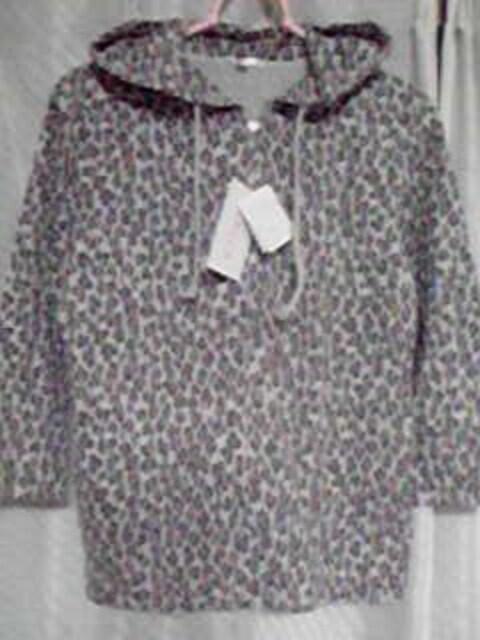 新品未使用七分袖の薄手パーカー  < 女性ファッションの