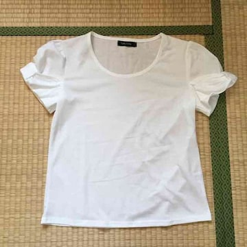 ハローキティ・ホワイトカラー変形リボン袖カットソー。Lサイズ