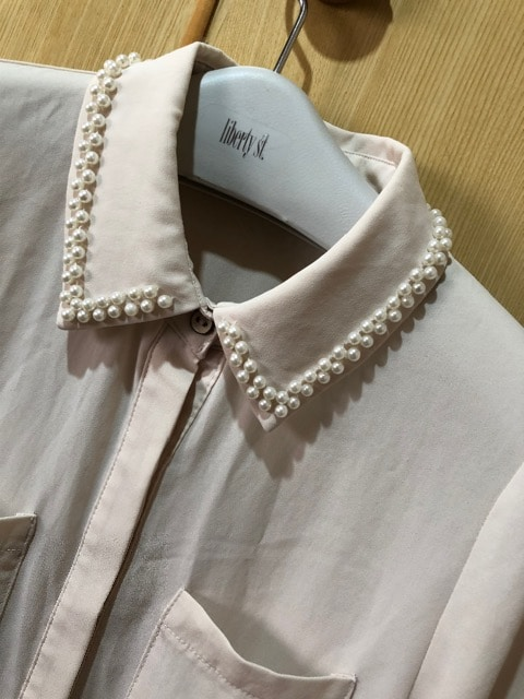 【インデックス】衿にパール付きブラウス 送料180円 < ブランドの