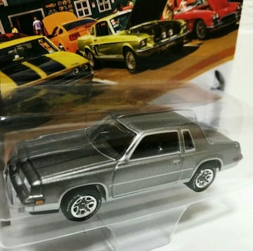 JohnnyLightning/'84 Oldsmobileオールズ Cutlassカトラス 1/64