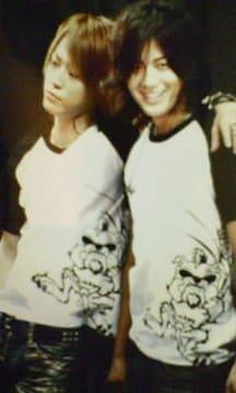 最終値下げ未開封美品KAT-TUN公式限定Tシャツオマケ