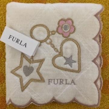 フルラ タオルハンカチ 白刺繍 チャーム柄