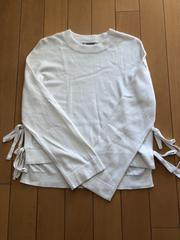 ROSE BUD。白セーター。