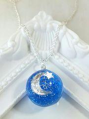 シルバーの月と星と宇宙の球体ネックレス  レジン  ハンドメイド