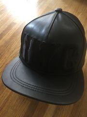 H&M NYC フェイクレザー スナップバックキャップ ブラック黒