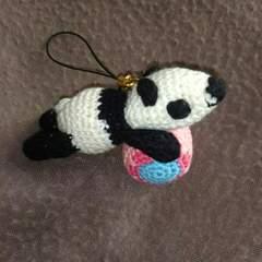 手編みのパンダストラップ