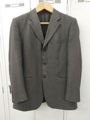 フランスデザインのおしゃれなスーツ ジャケット