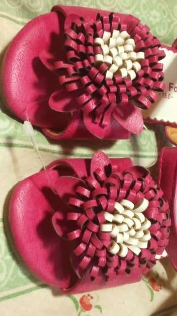 新品お花フラワーサンダル定価\356415.0 サイズピンク系 < キッズ/ベビーの