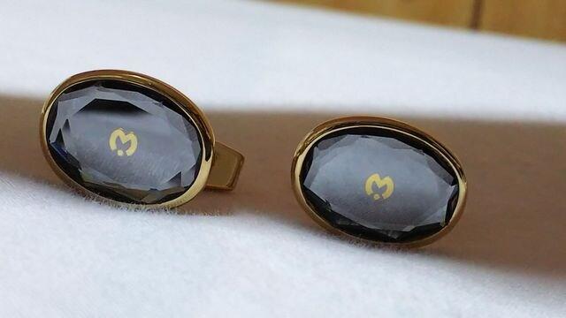 正規レア ミラショーン Mロゴクリスタルカフス ゴールド×クリアブルー リフレクトダイヤカットボタン  < ブランドの