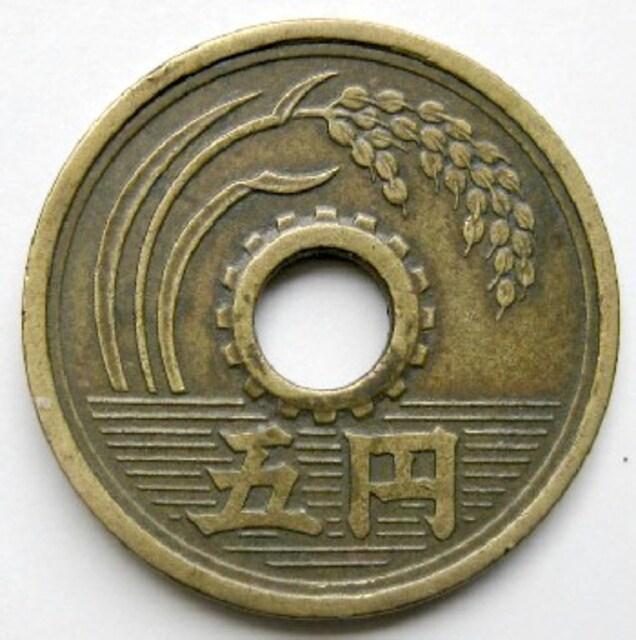 ◆5円黄銅貨 昭和32年 特年 美品 < ホビーの
