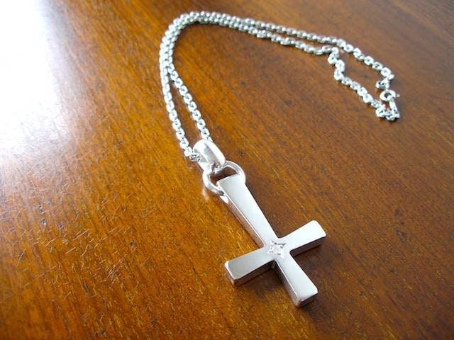 仁尾彫金『一つ星ダイヤビック逆十字クロス、チェーン無し』 < 女性アクセサリー/時計の