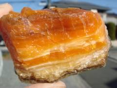 蛍光オレンジオパール[原石]北海道然別湖西方 D39