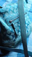 鑑定済鮮やかブルーシグネチャー人気の斜め掛けショルダーバッグ