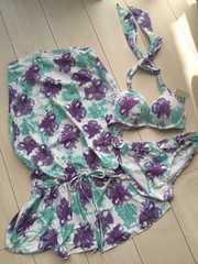 新品タグ付エメフィール花柄フラワー水着ビキニ白紫ワンピース付3点セット