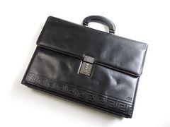 ジャンニヴェルサーチ カーフレザー製ビジネスバッグ ブラック
