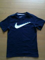 NIKEナイキ★半袖Tシャツ(130/黒地×黄ロゴ)