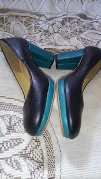 �H緑色と黒の2色使いの靴