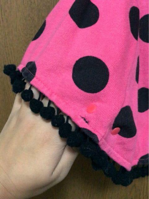 ピンクに黒ドットポンポンが可愛いあったか楽ちんポンチョ80 < キッズ/ベビーの