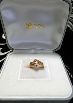 ■■きらリング�C■■ダイヤ総計0.31ct、4連の挟み留めダイヤ!
