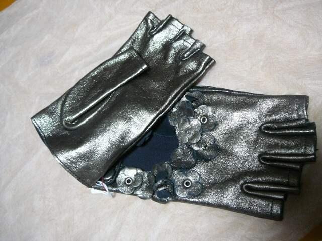 アンテプリマ  革手袋メタル < 女性ファッションの