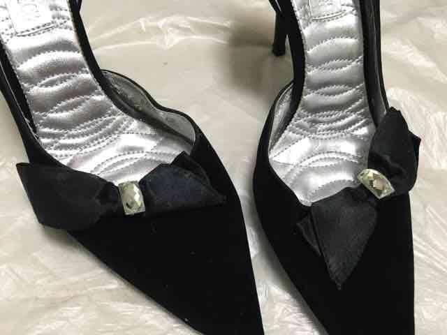 黒ベルベットサテンリボンパーティパンプスベロア結婚式ビジュー < ブランドの