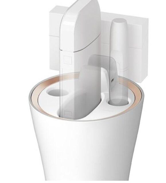 車用灰皿 iQOS専用ホルダー 充電・吸殻入れ ホワイト < 男性ファッションの