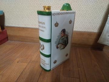 カミュCAMUSナポレオンブック型ボトルです。
