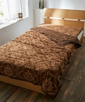 保温わた入りマイクロフリース素材!豪華たなオーナメント柄シングルサイズ毛布!ブラウン