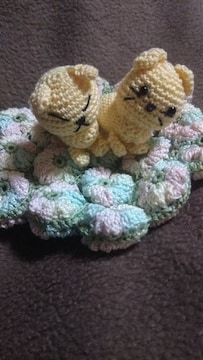 手編みのあみぐるみ、ウサギ、ネコ、座布団
