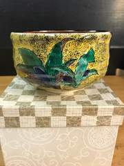 九谷。玉苑の美しすぎるオモト?絵付けの、抹茶碗。
