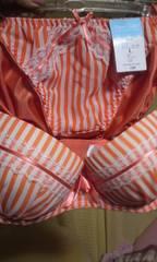【光沢のある綺麗なストライプ柄.オレンジ.ブラ&ショーツ上下セット】