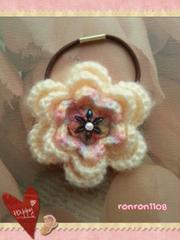 ハンドメイド/手編み♪毛糸のお花ヘアゴム 2-246