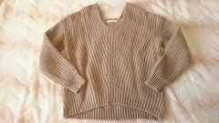 ベージュブラウンVネック長袖ふんわりアンゴラ混ニットセーター