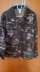 �B迷彩柄のジャケット