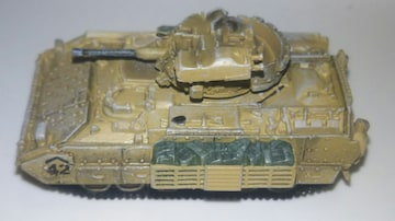 1/144マイクロアーマー第9弾51  M3A2ブラッドレー第1機甲師団